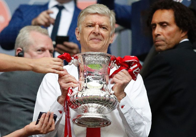Arsenal gives Wenger  new two-year  contract
