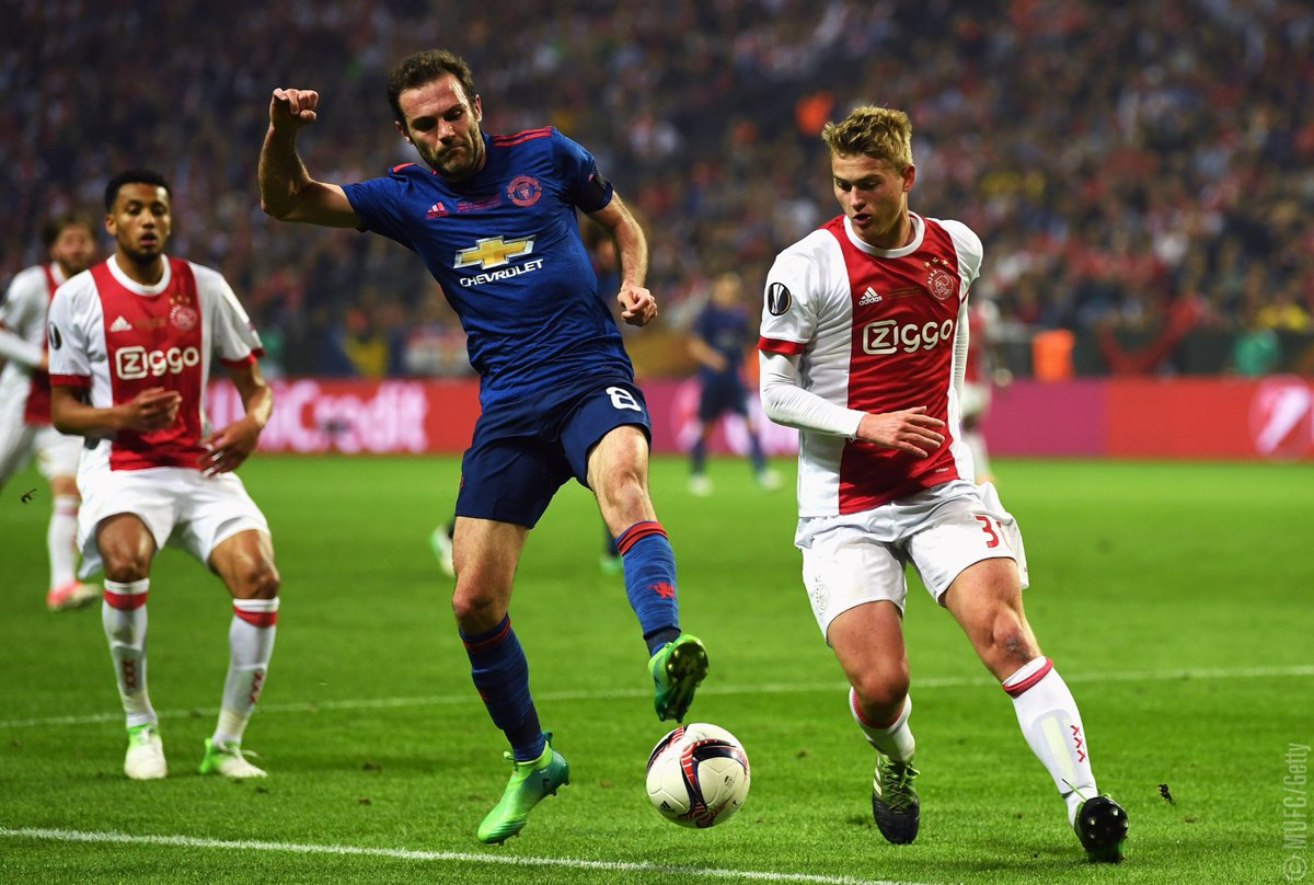 Manchester united carry the day by winning Uropa league