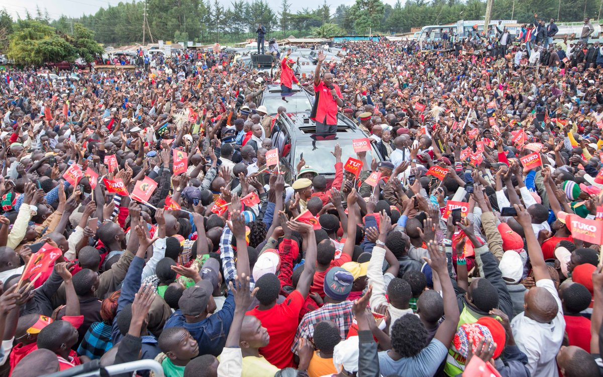 President Kenyatta issues 6000 title deeds to Transnzoia residents,pledges 120,000 others