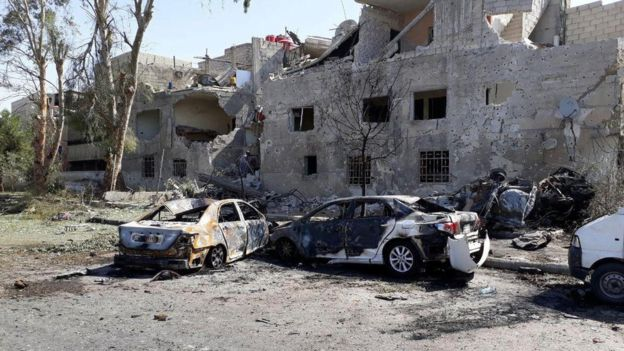 Syria conflict: Suicide car bomb chase in Damascus