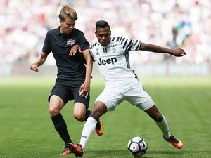 Chelsea 'not giving up on Alex Sandro, want Juve star to lodge transfer request'
