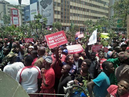 Hundreds of Jubilee supporters demonstrate outside Supreme court,claim Judges stole president Uhuru Victory