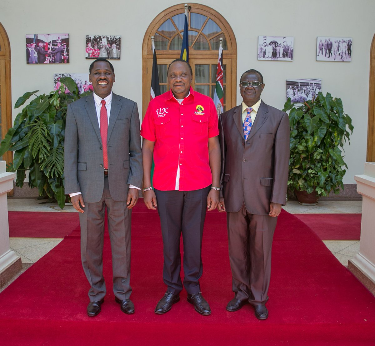 Forget the past,Meru governor Kiraitu Murungi and his predecessor Peter Munya burry the hatchet,vows to work together