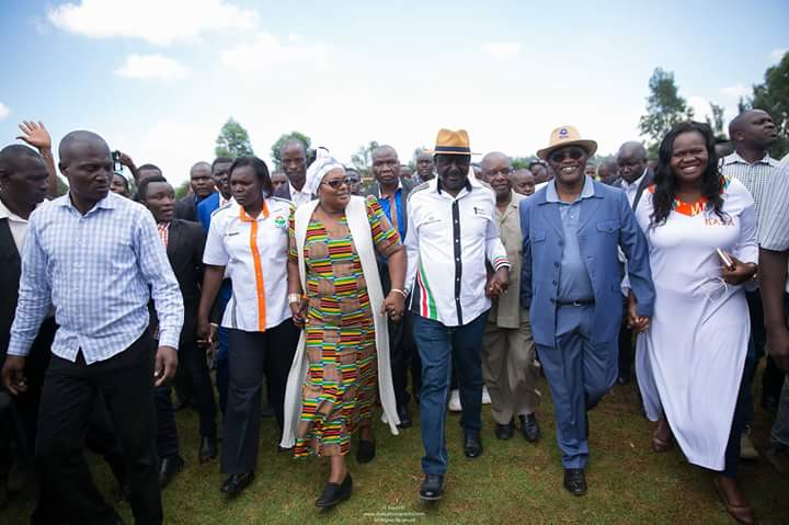 Odinga  takes campaigns to Nyamira,Kisii,insists that the current IEBC can't manage fresh round of elections