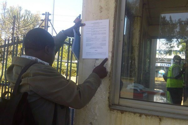 Activist Okiyah Omtatah blocked by police from serving CAK with court order papers lifting the shutdown on three TV stationss