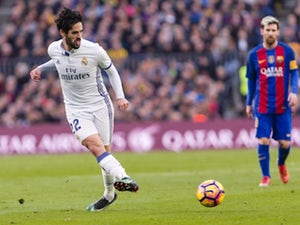 Liverpool 'to battle Manchester United for Isco'