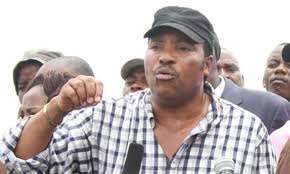 Governor Waititu flees for dear  life as angry mob charges at him
