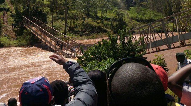 It is a narrow escape for Governor Alfred Mutua,Maangi as Ogembo Nyakorokoro footbridge collapses