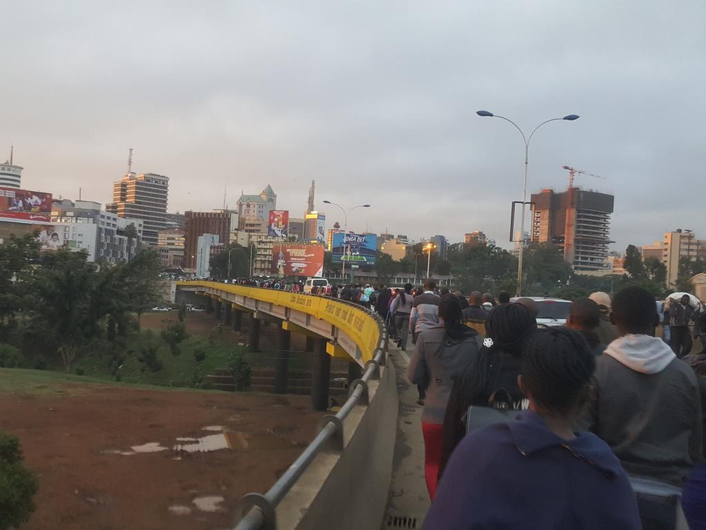Hundreds of Kenyans  forced to walk to Nairobi CBD as matatus are  denied entry