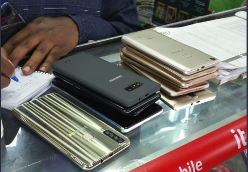 Fake phones worth Millions of shillings confiscated in Nairobi's Luthuli Avenue,Five suspects nabbed