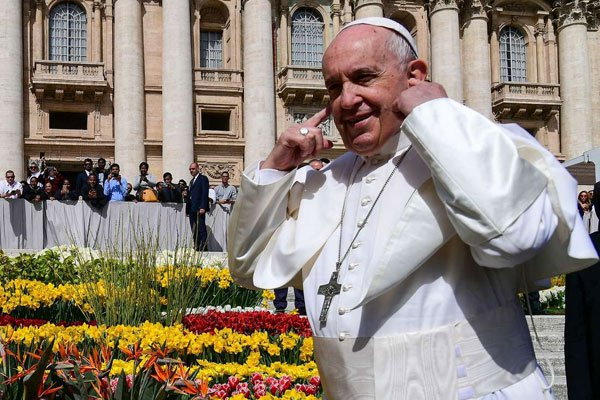 Pope Francis urges hairdressers to cut gossip
