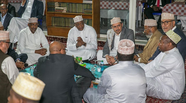 President Kenyatta prays with Muslims at Jamia Mosque in a first