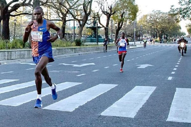 Kenyans shines in athletics by breaking  records in Istanbul, Beijing