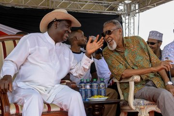 Raila promises to find a solution to teachers transfer menace in North Eastern