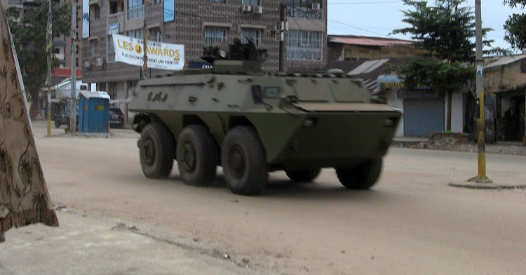 Soldiers say Guinea constitution, gov't dissolved in apparent coup